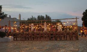 Scale con lampade sospese - Masseria Le Carrube